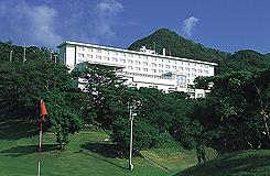 <10-11月出発>緑の高台に立つ眺望自慢のホテル☆レンタカー&朝食付!本部グリーンパークホテル2泊3日